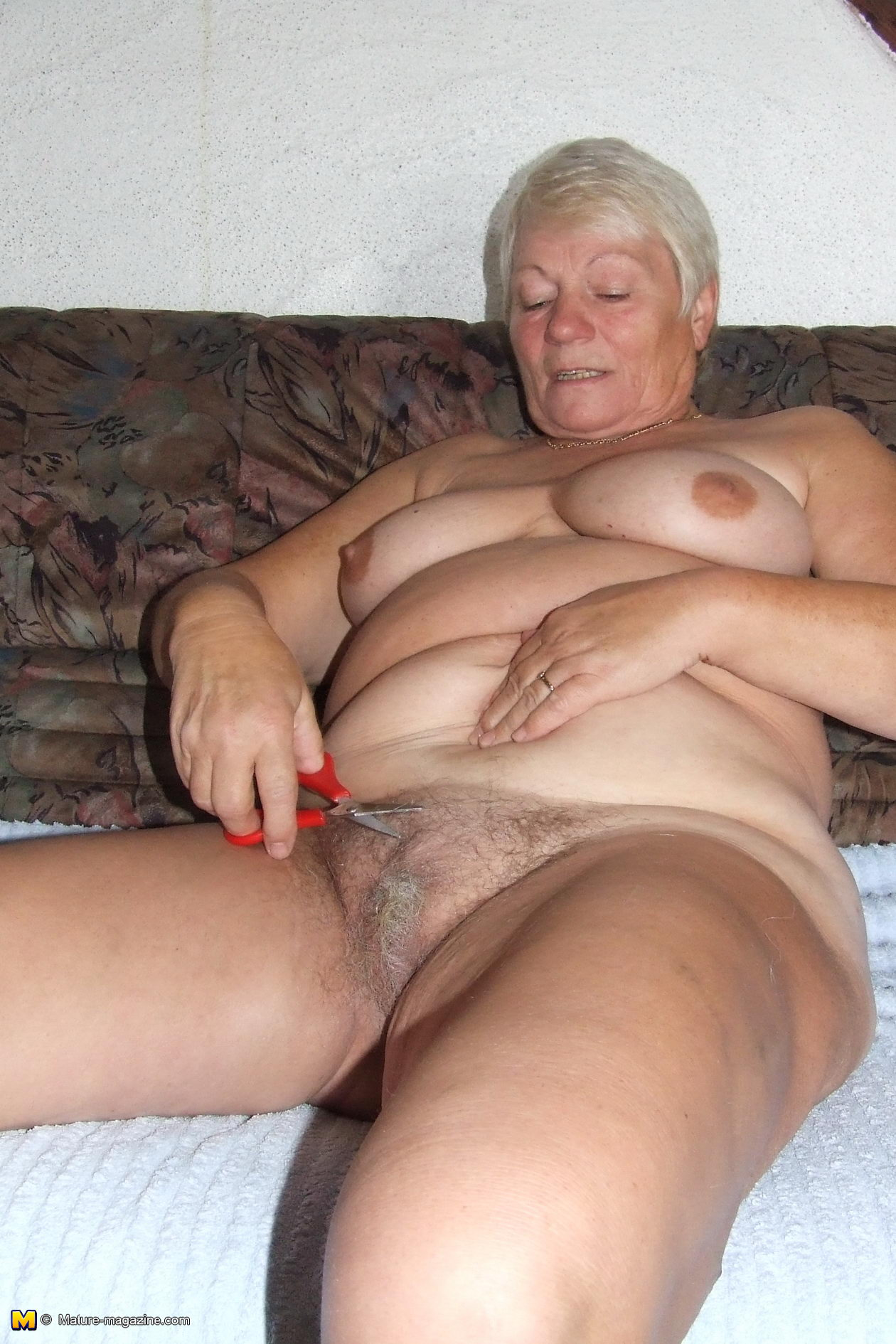 m naked old lady pics