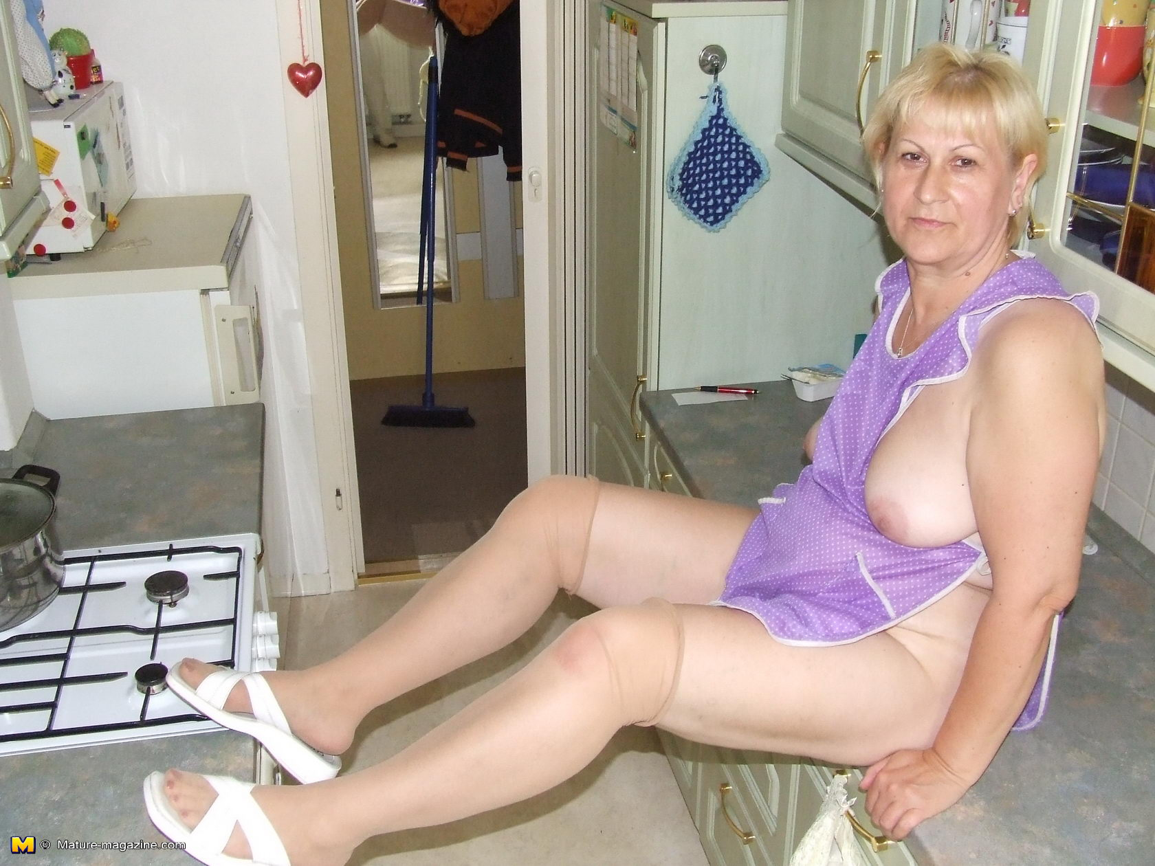 STUNNING amateur housewife mature baibi