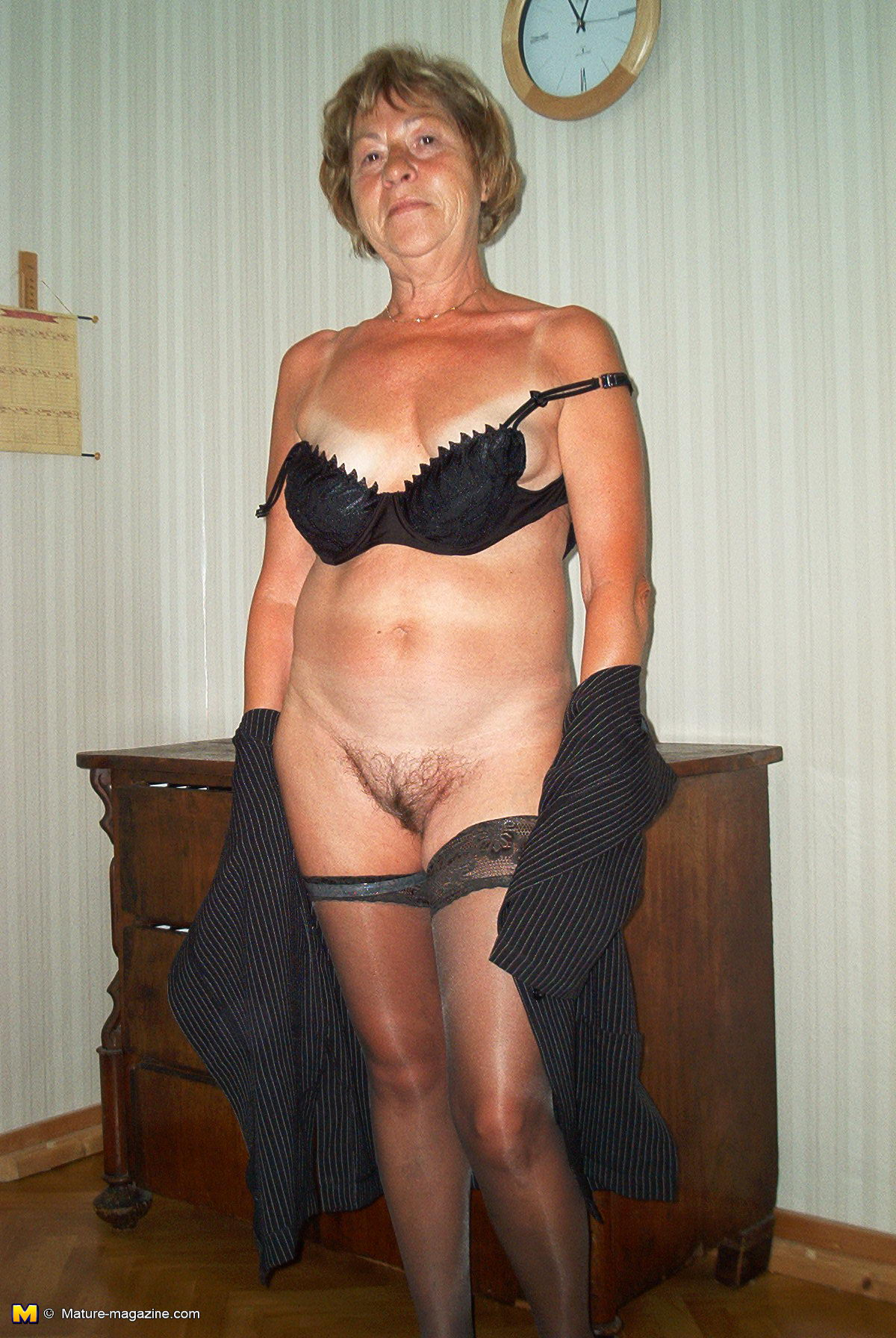mature amateur poses naked for the camera - grannypornpics