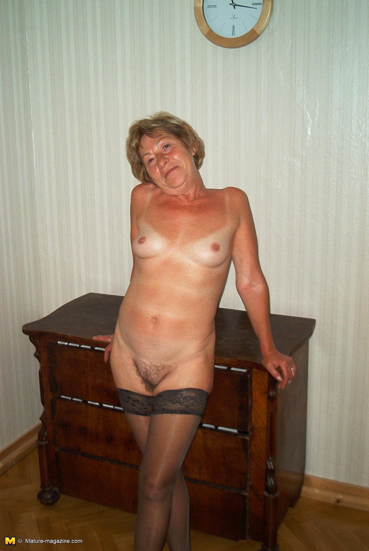 Sex granny posing for camera