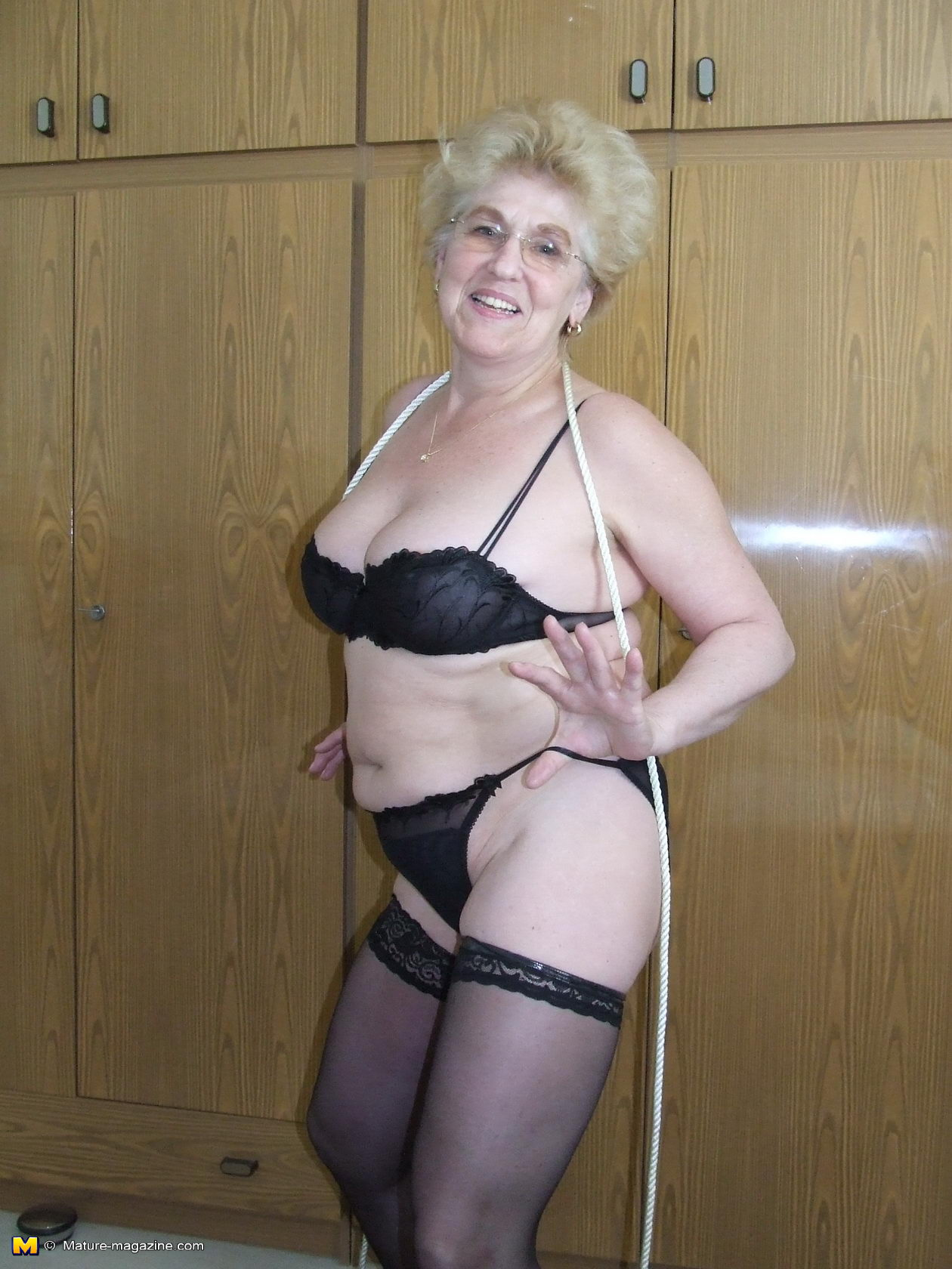 kinky granny loves to get tied up - grannypornpics