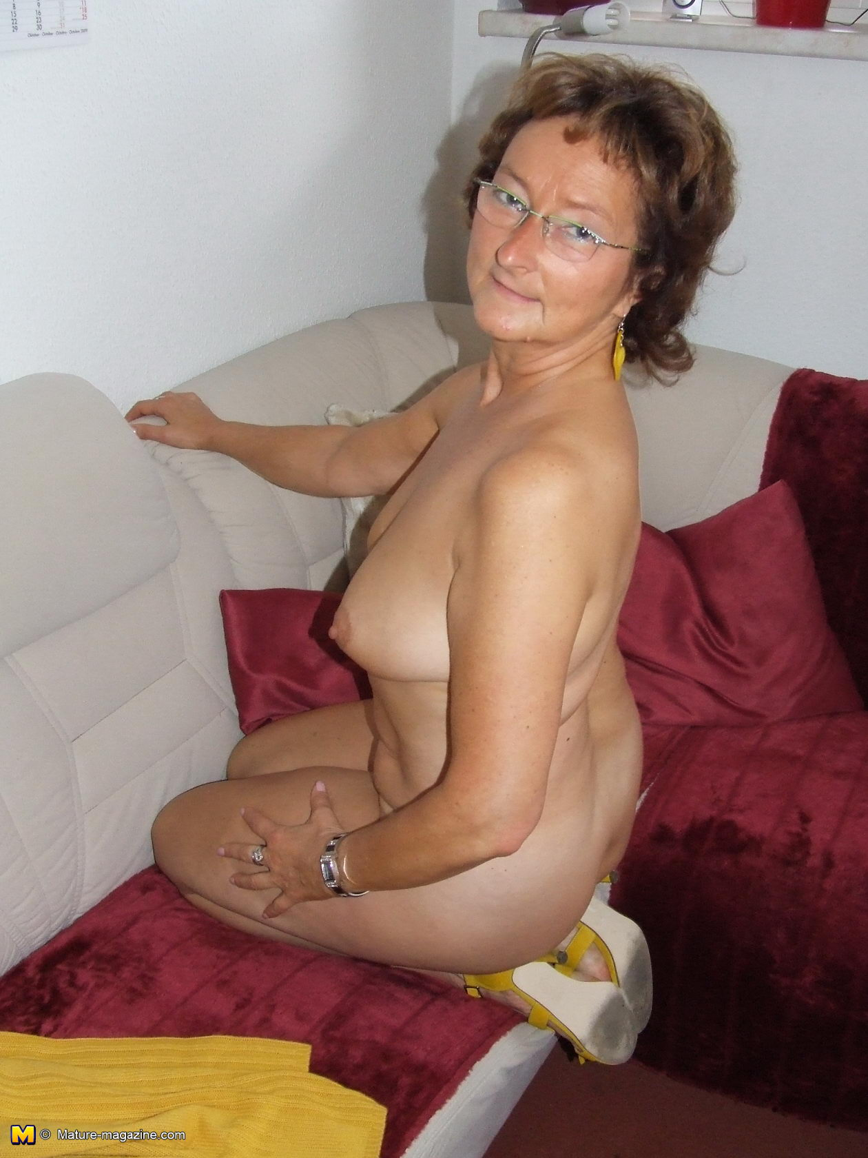 Very Naked hairy amature mom