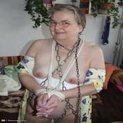 Kinky mama loving to get tied up