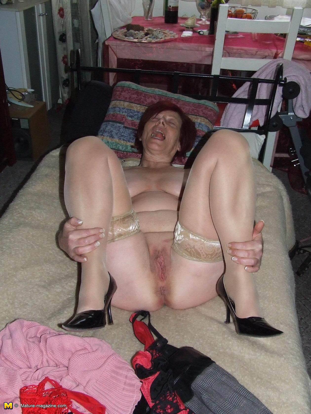 gola-pensonerka-porno