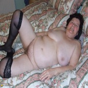 Housewife Hildegard loves showing her body