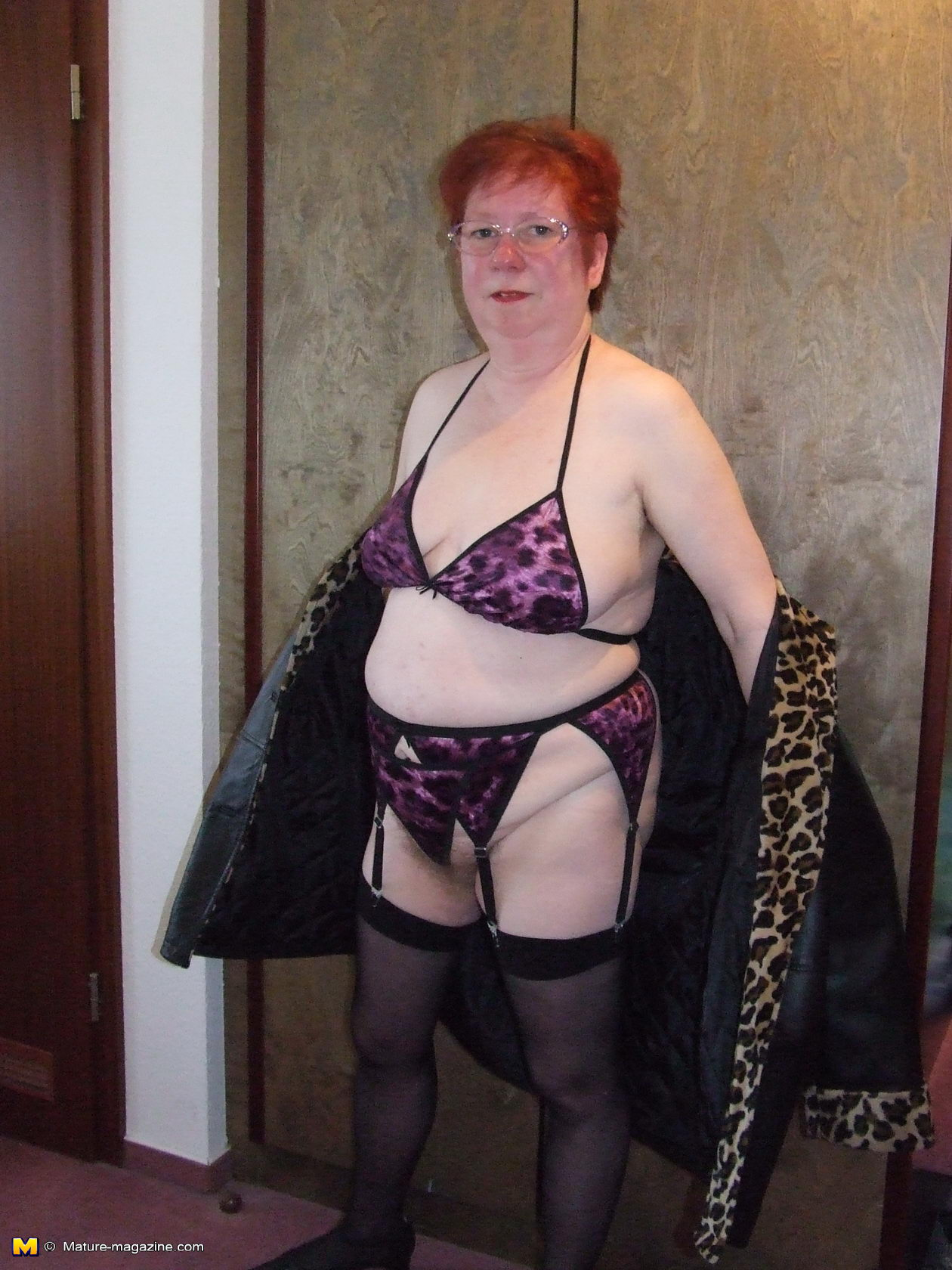 mature roswitha loves to show her hairy pussy - grannypornpics