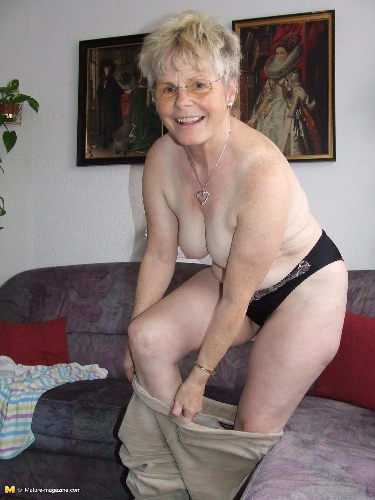 Naughty Older Lady Showing Off Her Naked Body Picture