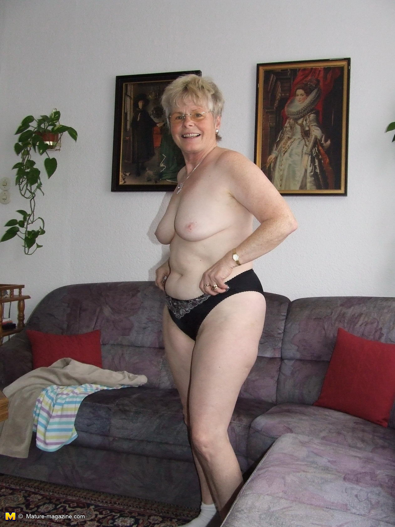 mature ladies showing their bodies