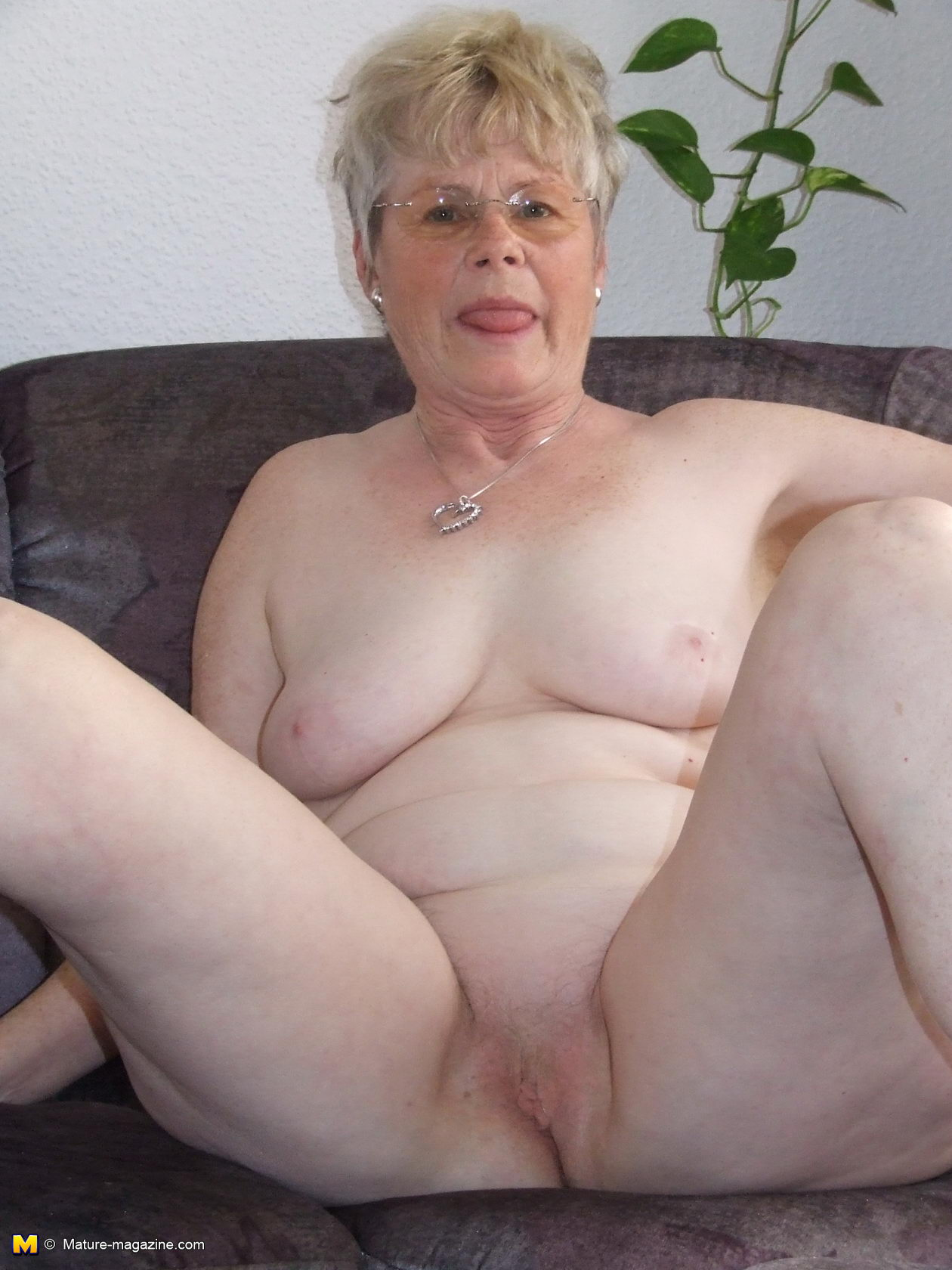 Naked pics of old ladies