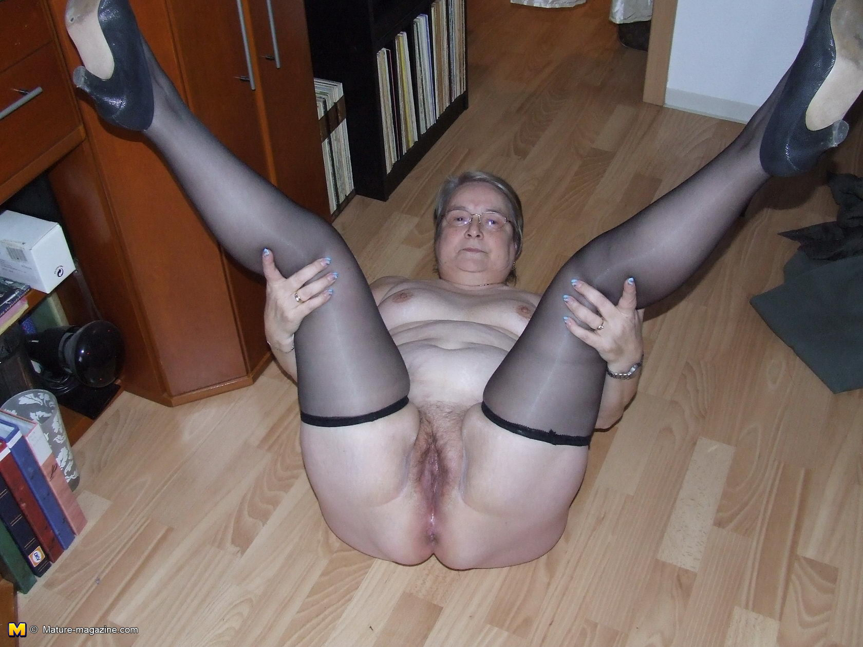 mature enjoing her self