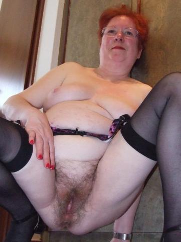 oma roswitha hängetitten unrasierte omafotze oma sexbilder