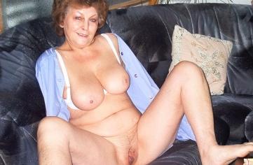 alte oma nackt ohne höschen