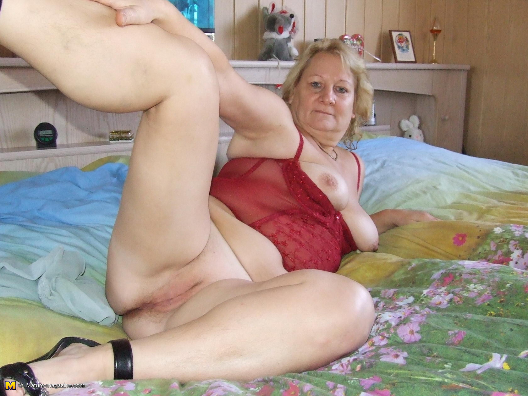 All Granny Porn mature rosi loves to get naked and show us all - granny nu